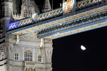Londres, clair de lune sur le Tower Bridge.