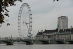 Londres, la grande roue (London eye) et le pont de Westminster.